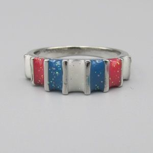 Beautiful sparkling enamel ring